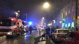 Na Karlově náměstí v Praze došlo k výbuchu. Dívka (16) je zraněná