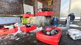 Kotelna na Žižkově pod vodou: Hasiči ji odčeprávají, nejde elektřina