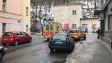 Dělník se v Košířích zřítil z 10 metrů: Propadl výtahovou šachtou