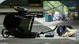Polonahý šílenec vjel autem do davu: Zabil dítě, další kojenec bojuje o život