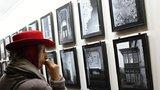 »Vinohradské fragmenty« zachycují neexistující místa: Výstava probíhá na úřadu Prahy 2