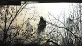 Na Žďársku uhořel muž: Na mýtině u lesa pálil klestí