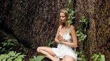 Divoženka Helena Houdová: Vykupuje stromy, které tak ráda objímá