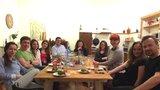 Domácí hostiny, nový trend v gastronomii: Pozvěte cizí lidi k sobě na večeři