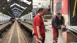 Tady spí tramvaje: Z vozovny Žižkov jich každé ráno vyjede téměř sto