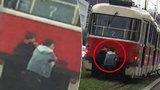 Pražská ruleta se životem: Děti se vozily na oji tramvaje