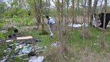 Dobrovolníci uklidili Rohanský ostrov. Leželo tam šest kontejnerů odpadu
