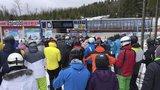 Na Klínovec a Praděd vyrazily o víkendu stovky lyžařů. Vlekaři: To nepamatujeme