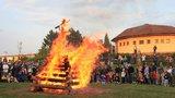Čarodějnice v Praze budou: Město povolilo pálení pod dohledem hasičů