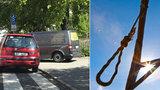 U dětského hřiště v Dejvicích našli oběšence. Starší muž zřejmě spáchal sebevraždu