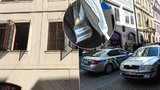 Střelné poranění v Celetné ulici. Muž (38) se postřelil, když vstával ze židle