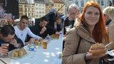 Olomouc provoněl tvarůžkový festival: Prodalo se a zkonzumovalo 4,5 tuny sýra!