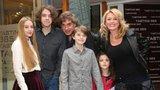 Matonoha s Benešovou a dětmi nesmí do hotelu: Vyhodili by je!