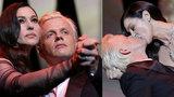 Žhavý začátek festivalu v Cannes: Bond girl Bellucci políbila francouzského komika