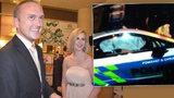 Expřítel Zemanovy dcery byl v nabouraném policejním BMW. Je ve vážném stavu