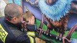 Malý chlapec zažil šok v Dinoparku na Harfě! V šabloně na focení mu uvízla hlava