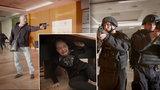 Drsné záběry z útoku střelce! Pražská policie na videu radí, jak se bránit