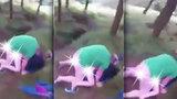 Sex v mechu a kapradí: Cyklisté natočili nadrženou dvojici při sexu v lese