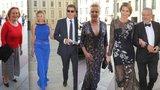 Galavečer na Hradě: Ivana Trump s hlubokým výstřihem, Ivana Gottová v krajce a balerínách