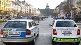 Opilý muž poškodil auto a napadl jeho řidiče: Zpacifikovat ho museli čtyři policisté