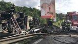 Na Jižní spojce si kamion ustlal mimo silnici: Jezdilo se jedním jízdním pruhem