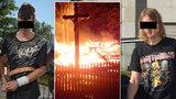 Kluci podezřelí ze zapálení kostela jdou do vazby: Plánovali další akci?!