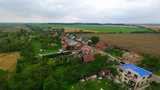 V Bohuslavicích likvidují škody po větrné smršti, co brala střechy. Jde o miliony