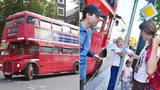 Kousek tradičního Londýna v Praze: Po Karlíně se prohání doubledecker