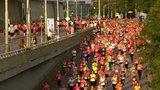 Prahou v sobotu večer poběží vytrvalci: Závod omezí dopravu na nábřeží i v centru