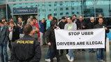 Pro řidiče taxi platí stejné podmínky. Praha může Uber pokutovat, vzkazuje ministerstvo dopravy