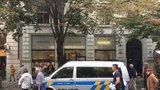 Lupiči z Pařížské před soudem: Luxusní obchod s hodinkami vybílili během 7 minut, jeden se přiznal
