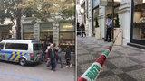 Pár cizinců šlohl v Pařížské diamanty za 800 tisíc: Chytli je v Belgii, v Česku čekají na soud ve vazbě