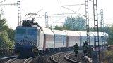 Strašlivá nehoda: Mladík (19) se nakláněl nad koleje, srazil ho vlak