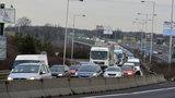 Nehoda ve Strakonické komplikuje dopravu. Autobusy nabírají hodinová zpoždění