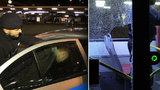 Cizinec chtěl zbít řidiče autobusu MHD: Cestující mu v tom zabránili