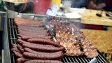 Na Smíchovskou náplavku se vrací festival jídla: Podávat se budou čuníci