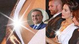 Kancléřova manželka Alex Mynářová: Na předávání vyznamenání neuhlídala bradavku!