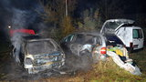 """Noční požár ve Stodůlkách: Tři vozidla na """"odpis"""", příčina je zatím neznámá"""
