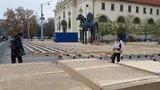 To Brno ještě nezažilo: Poprvé se bude bruslit v centru města a rovnou mezi nohama »žirafy«!