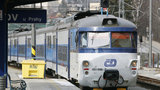 Porucha vlaku mezi Radotínem a Smíchovem: Cestující zůstali trčet na trati, vlaky mají zpoždění