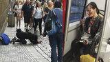 Zbědovaná Katka žebrá v mrazu v centru Prahy: Drsné svědectví syna dokumentaristky Třeštíkové