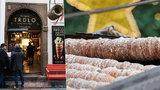 Češi i cizinci šílí po »staročeské« sladké pochoutce: Trdelník pochází z Rumunska a je to zlatý důl!