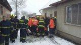 Pro 320kilového pacienta musela jet XXL sanitka a 15 lidí: Výjezd skončil špatně