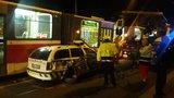 Auto městské policie se srazilo s autobusem a tramvají: Doprava v Michli byla omezena