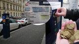 Mince musíte tahat po kapsách celé léto: Nové parkovací automaty budou až na konci prázdnin