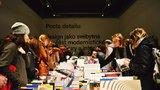 Strkanice u stolu a čekání: První letošní výstava na UMPRUM přilákala desítky Pražanů