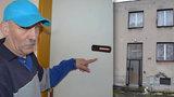 Peklo v domě v Radimi: Binec dělá jediný nájemník, který otrávil život všem, úředníci prý o ničem nevědí