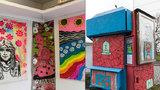 Nejmenší pražská galerie: Studenti umění ji otevřeli ve staré trafice na Novodvorské