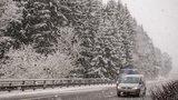 Česko zasypal sníh a řidiči mohou mít problémy. Příští týden bude nad nulou