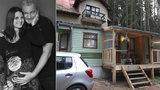 Dcera Hůlky se narodí do chatky na špalcích: Dům stále čeká na rekonstrukci